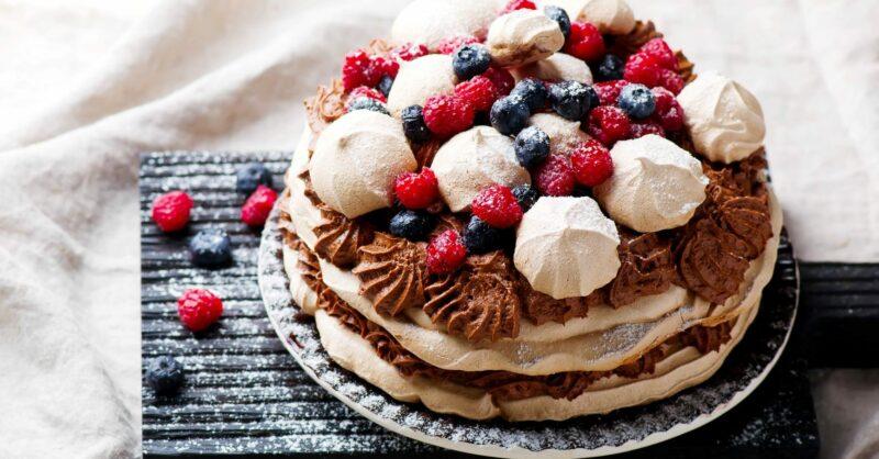 bolo de chocolate frutos vermelhos