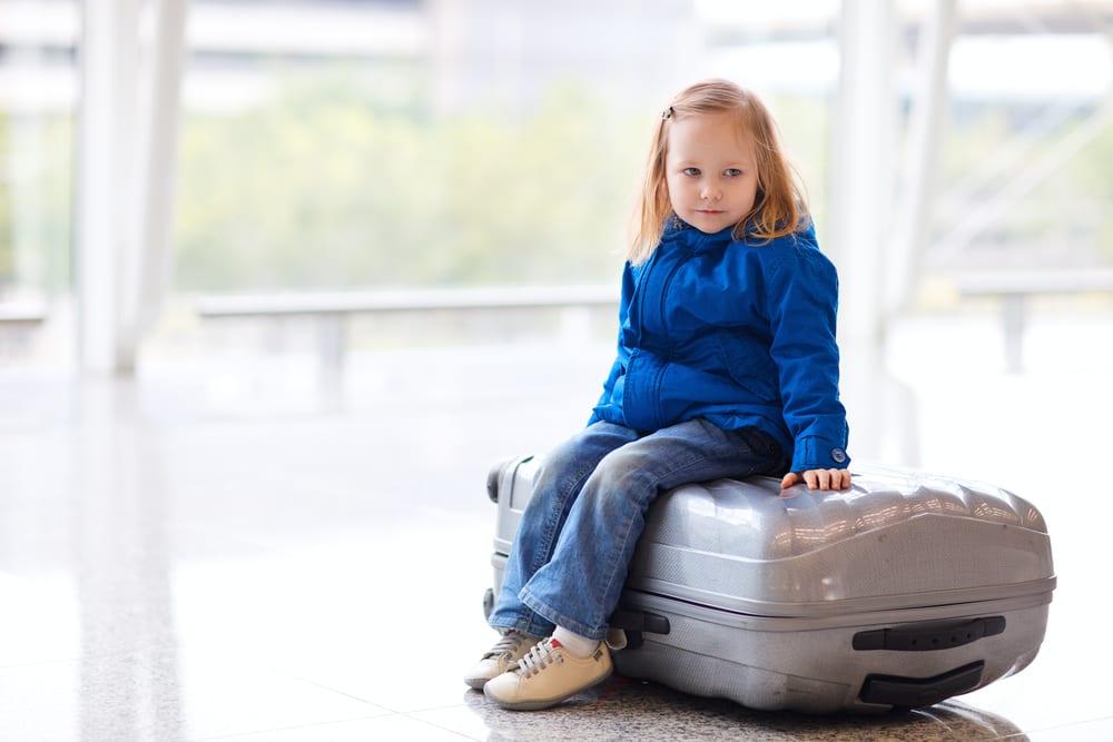 Viajar de avião com crianças e bebés