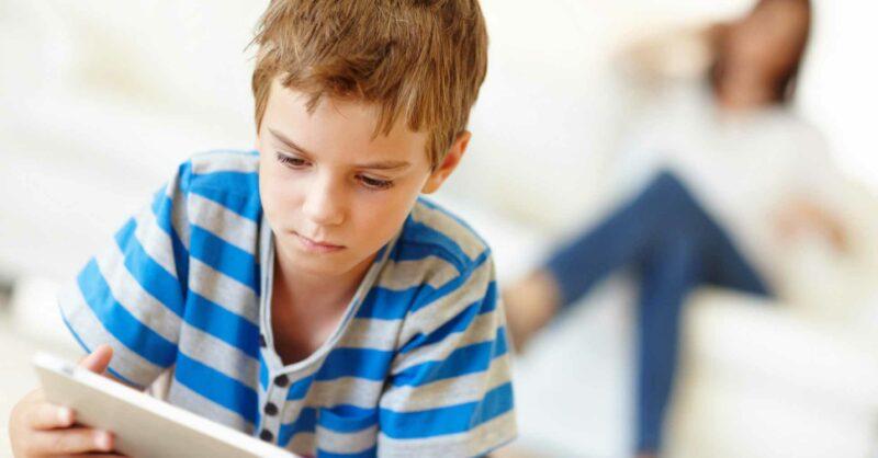Deixa seus filhos navegarem sozinhos internet?