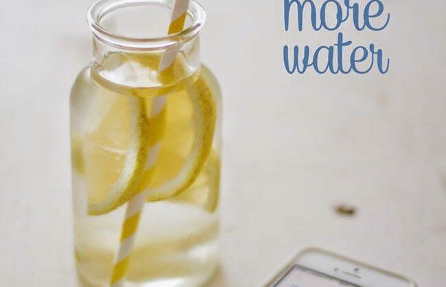 A Maria João, esta semana lembra-nos a importância de beber água e ainda dá dicas uteis para ajudar quem se esquece ou não gosta de beber água.
