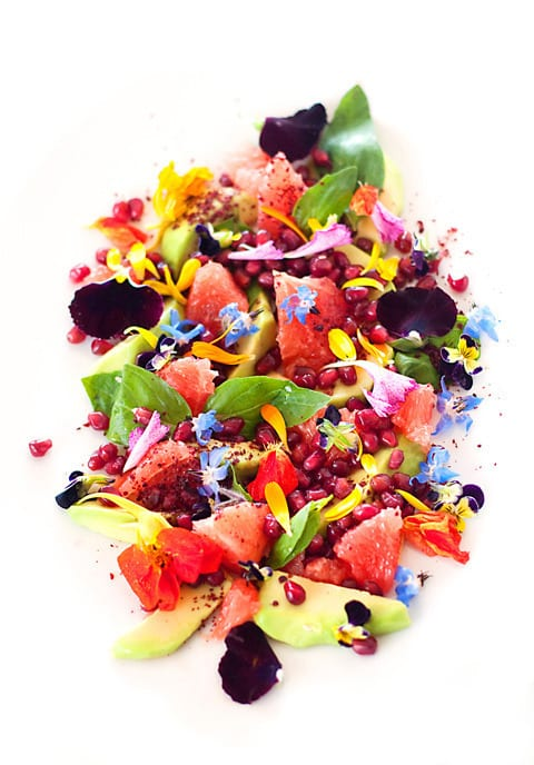 salada de frutas e flores