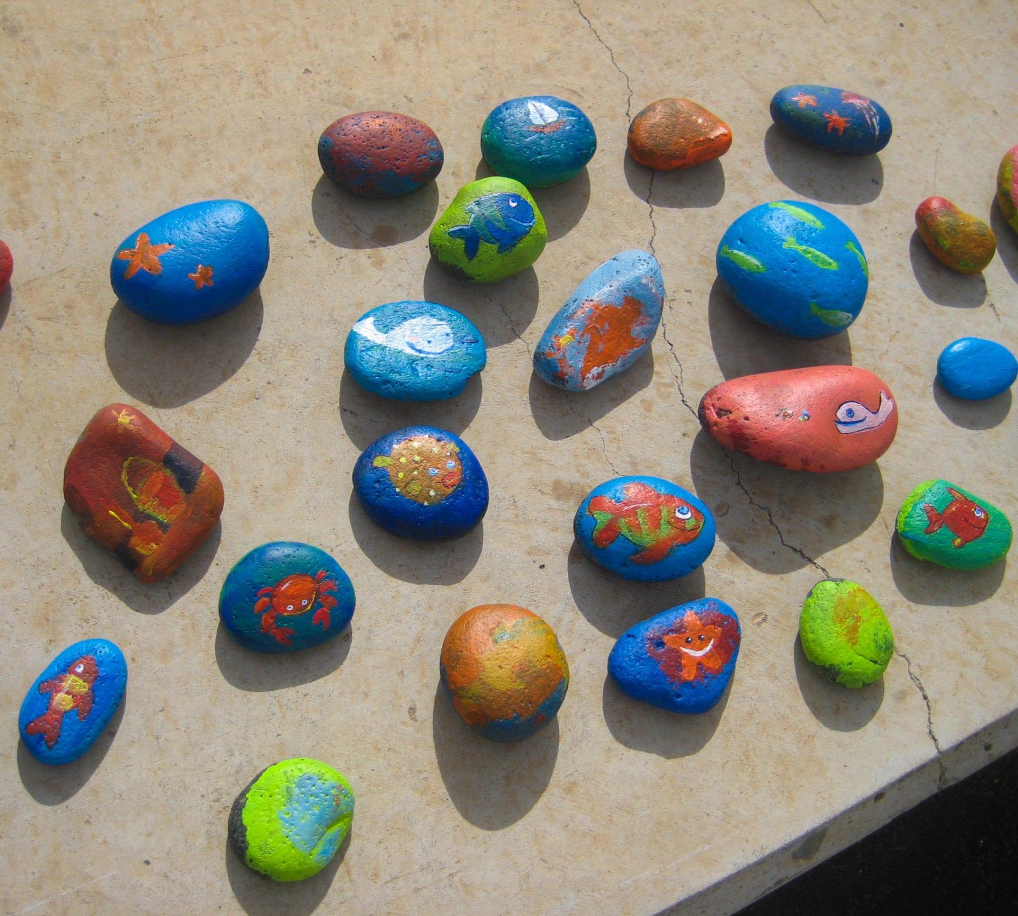 Atividade de Verão - Pintar pedras