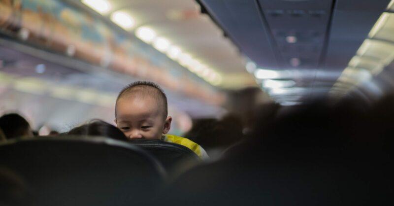 viajar de avião com bebé