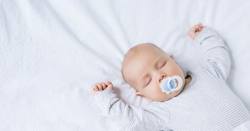 Saibam quais são as melhores posições para o bebé dormir