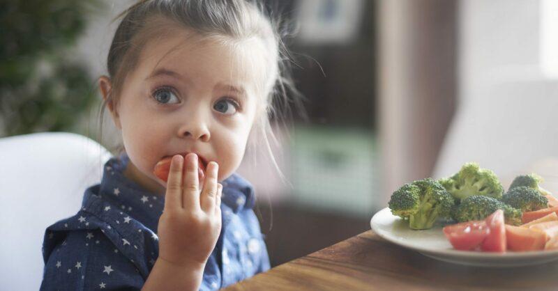Como escolher alimentos saudáveis para o bebé