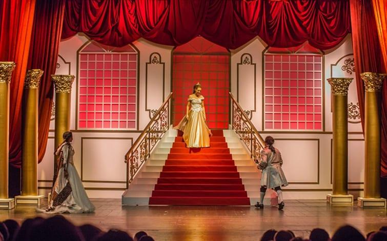 As Melhores Peças de Teatro Para Crianças final: peça de teatro A Bela e o Monstro
