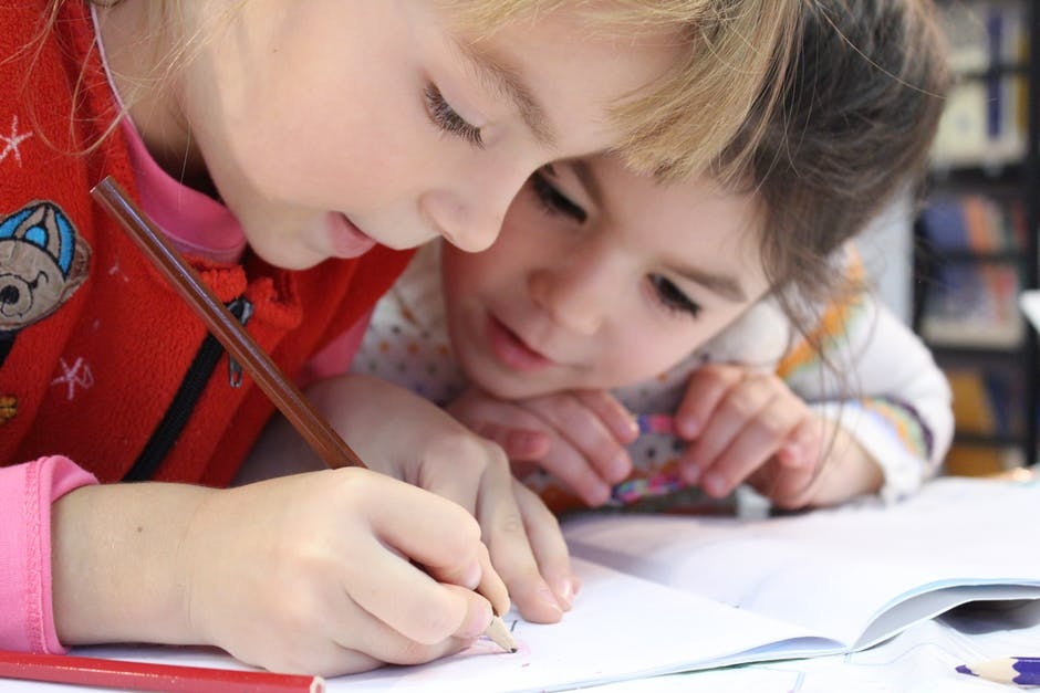 Ideias para fazer com os miúdos no Inverno (sem ecrãs!): Escrevam uma história em conjunto