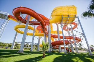 Aquashow Park reabre mais verão inesquecível