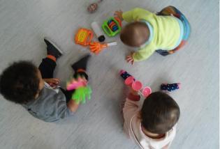 BEBÉS CURIOSOS +6 meses Actividades Socialização Desenvolvimento Bebés Crianças