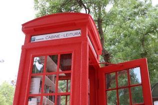 Cabine Leitura troca telefone por livros Praca Londres