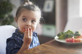 Como escolher alimentos saudáveis bebé