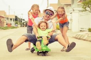 Conheca resultados estudo 'Hábitos brincadeira entre pais filhos portugueses'