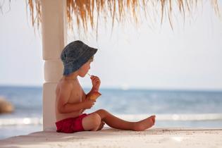 Dicas para conseguir levar dois miúdos à praia (sem ajuda)