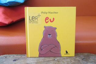 Livro Eu: sobre um urso muito viajado, independente e confiante