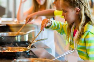 motivos criancas cozinhar