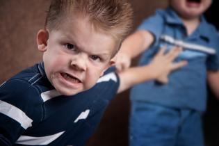 O papel pais controlo episódios fúria