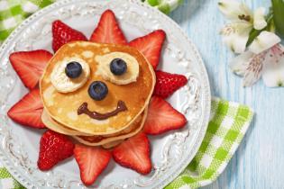 Pequenos-almocos saborosos saudáveis as criancas