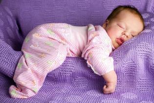 Proteja bebé sabendo quais as posicões corretas dele dormir