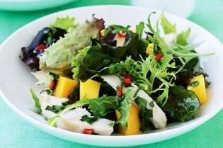 Salada frango manga