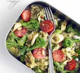 Tortellini pesto bróculos