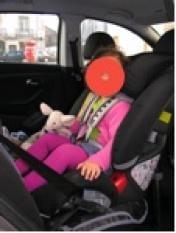 transportar as criancas costas automóvel