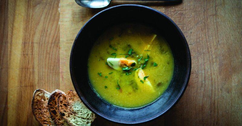 sopa de agrião com ovo cozido