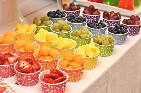 mesa com fruta trolls