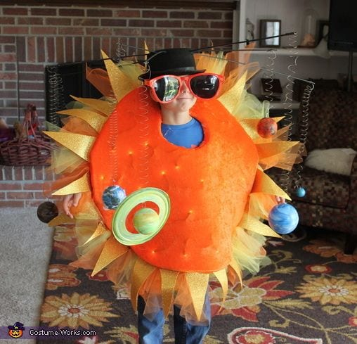 Os disfarces de Carnaval mais originais - sistema solar.