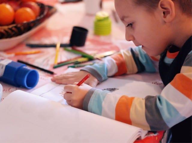 antecipar a matrícula menino escrever
