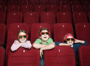 crianças no cinema