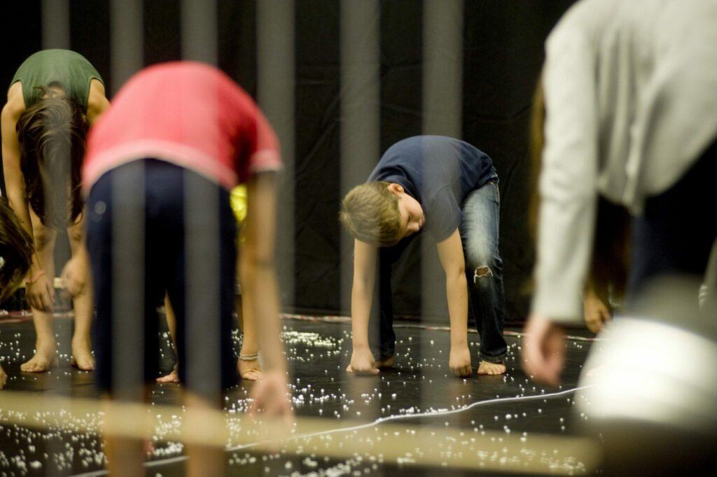 Arte Acessível - Workshop Dança de materiais inertes