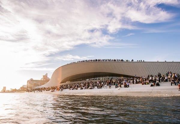Espaços legíveis - visitas temáticas de arquitetura no MAAT
