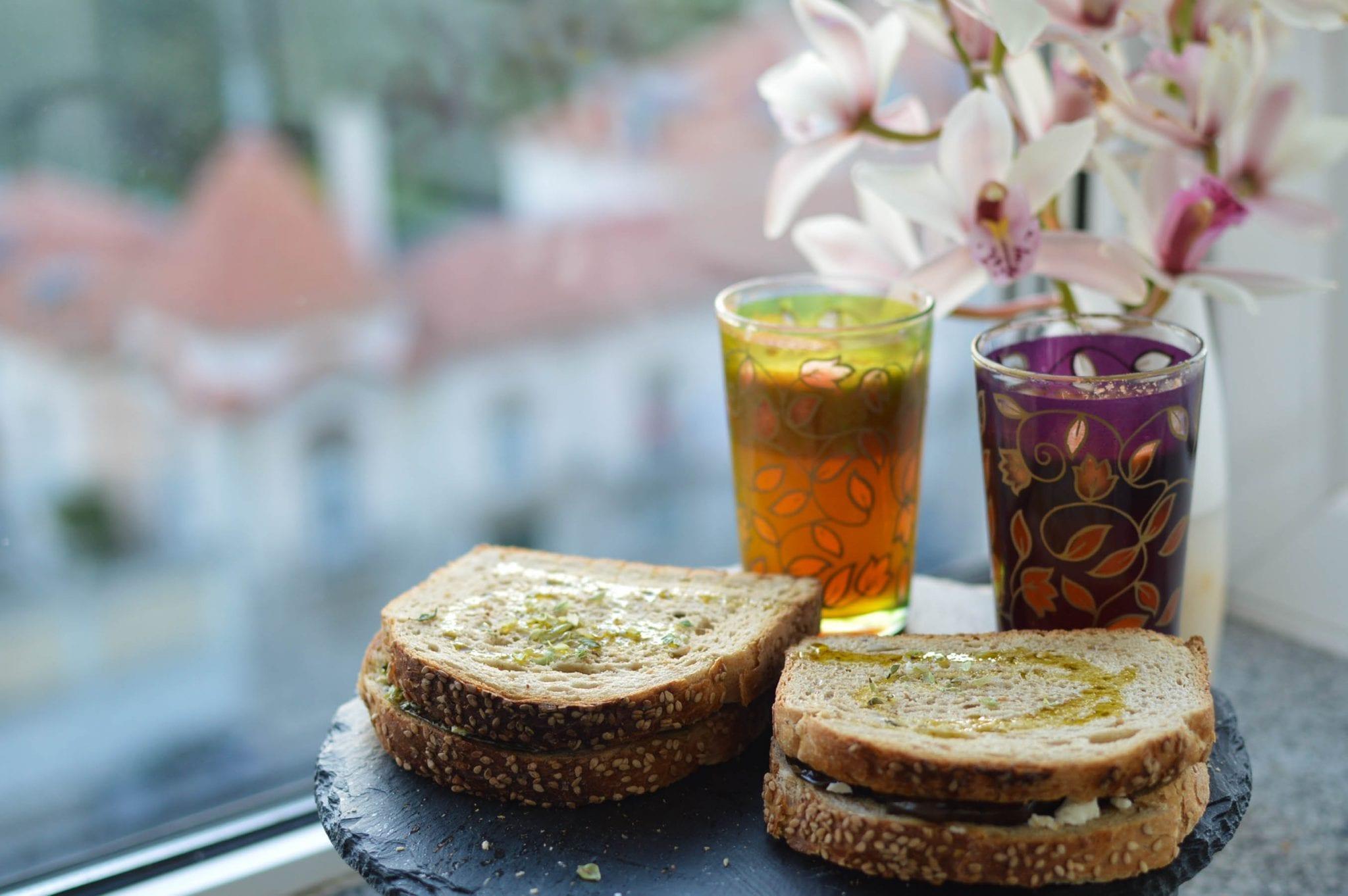 tosta de feta e vegetais grelhados-3