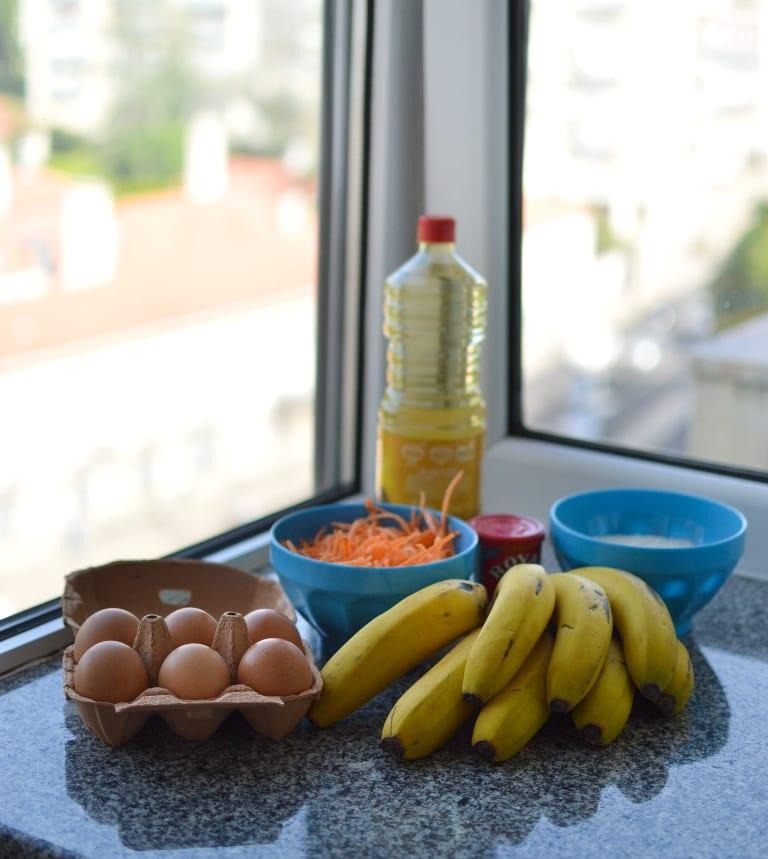 Queques saudáveis de banana e cenoura sem açúcar