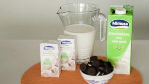 Batido de leite e chocolate com bolachas