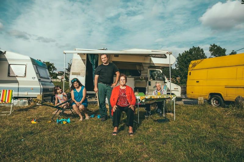 Família a acampar em Agosto