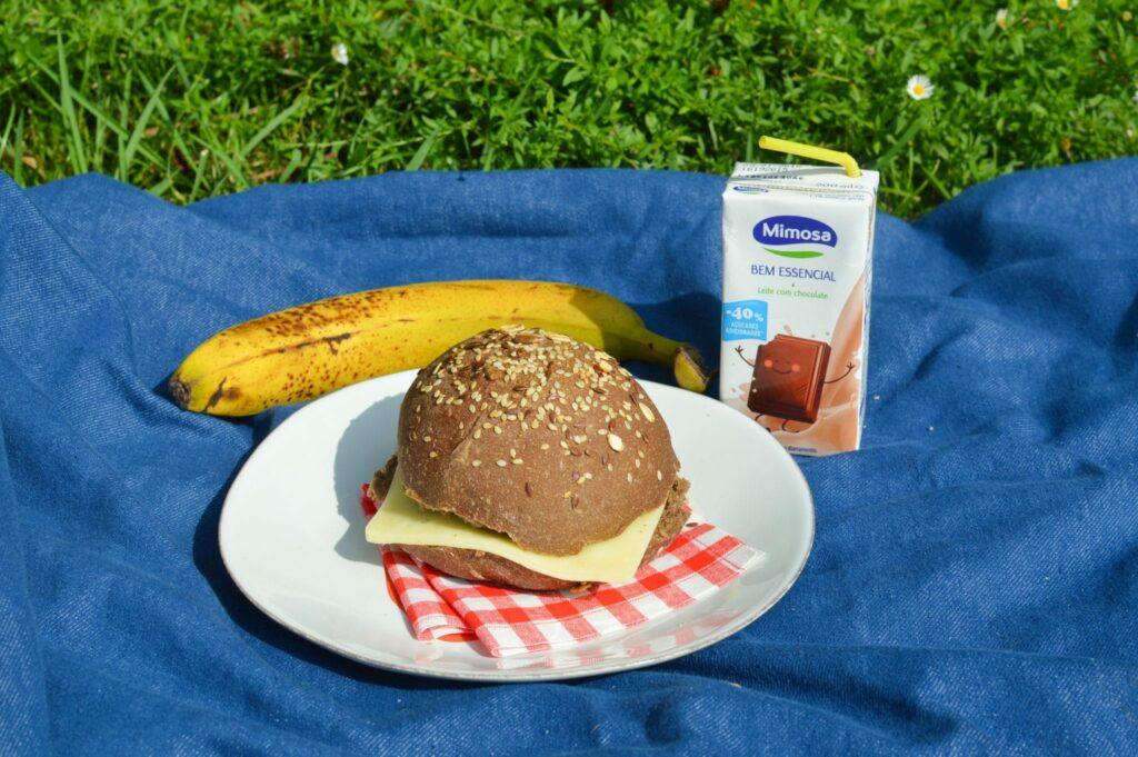 Lanche - sugestão pão cereais, banana e leite