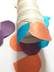 Peixes decorativos com rolos de papel higiénico