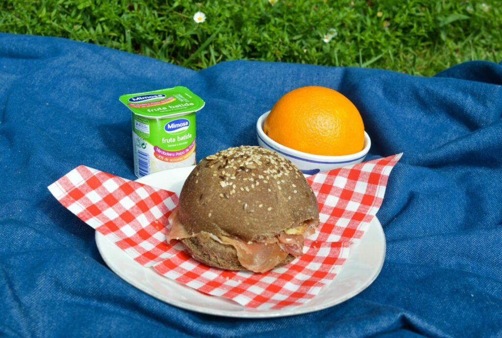 Lanche escolar - sugestão lanche iogurte laranja pão fiambre