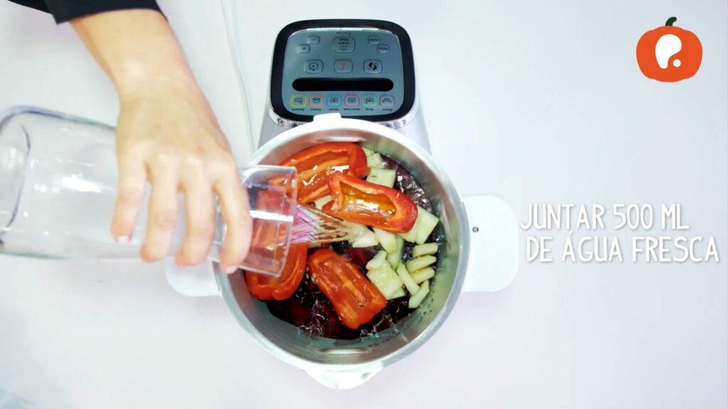 Preparacao gaspacho de beterraba