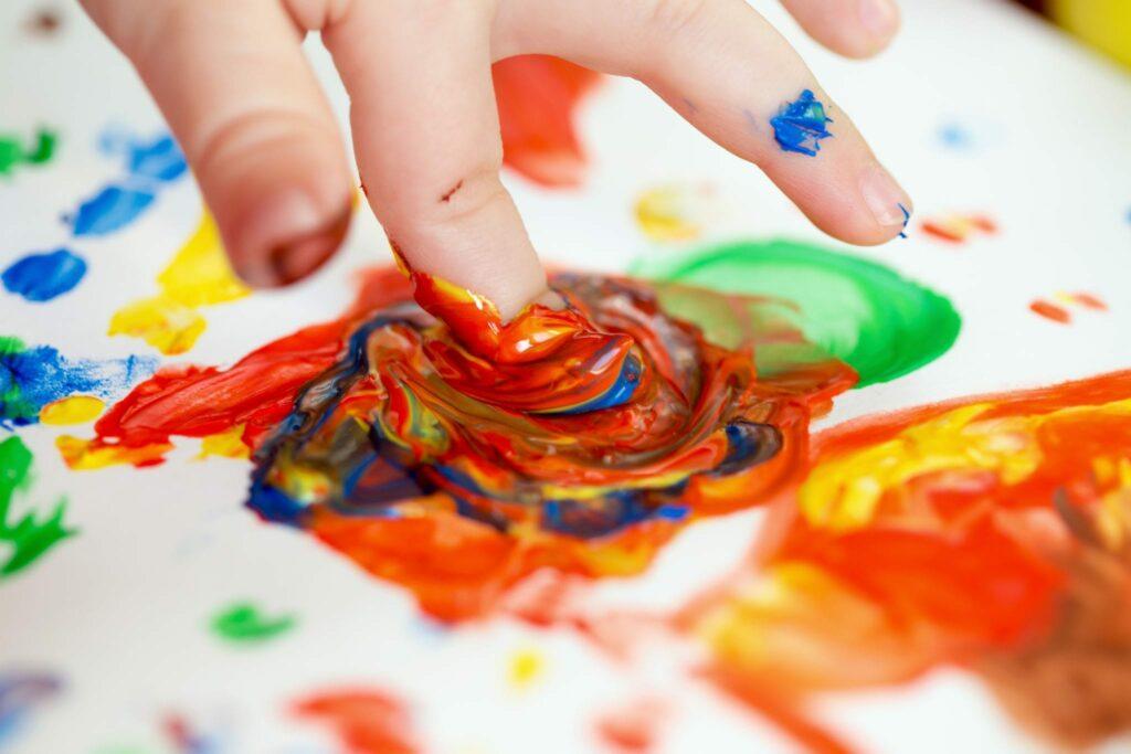 pintar com os dedos