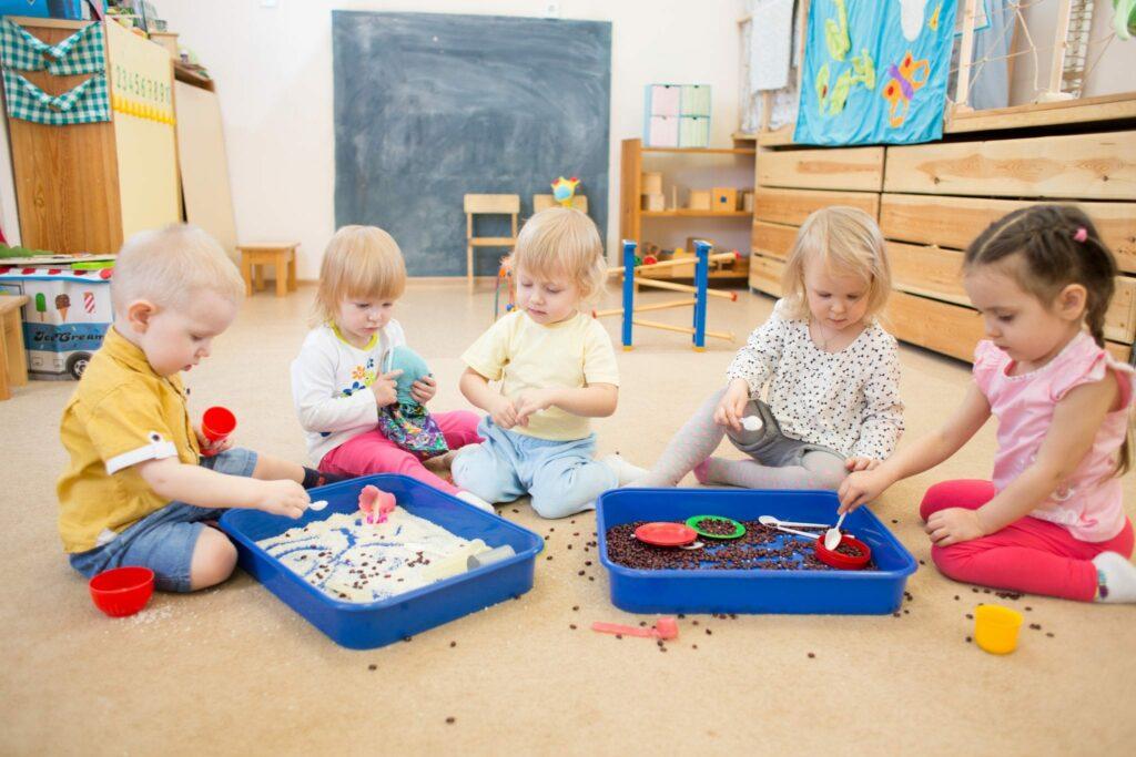 caixas sensoriais atividades para bebé de 1 ano