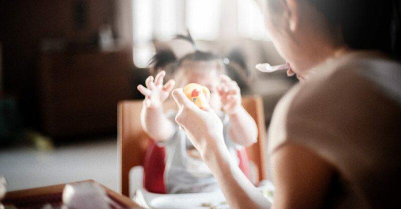 Como tornar as refeições em família mais divertidas para o seu bebé?