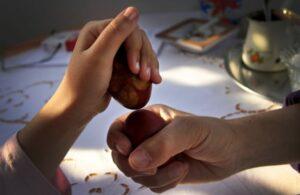 luta de ovos cozidos brincadeiras de páscoa