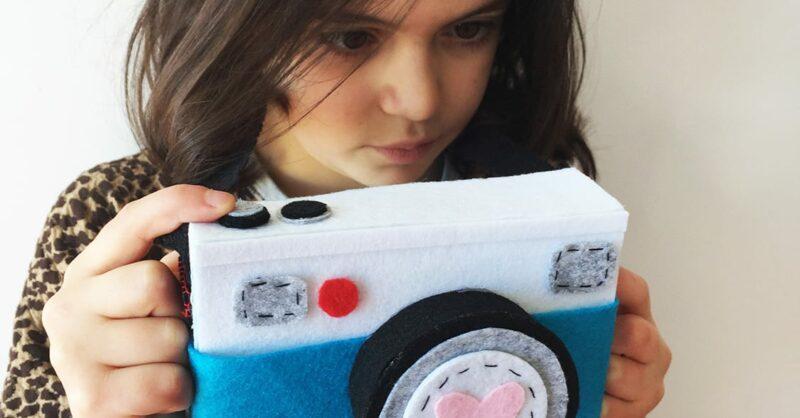 máquina fotográfica de feltro