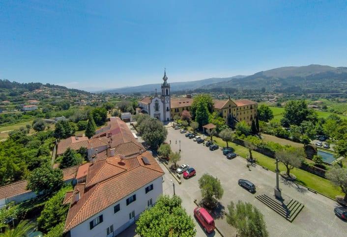 Mosteiro e Igreja Paroquial de Refoios