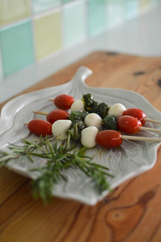 Receita de espetadas de Tomates, Mozarela e Pimentos de Padron