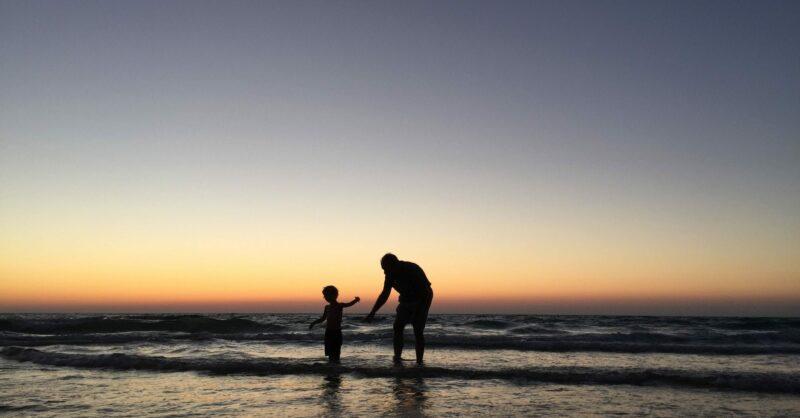 Como podem as famílias gerir o stress das férias de verão?