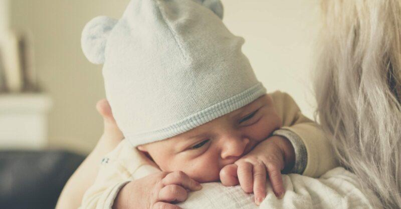 Vai visitar um recém-nascido? Não se esqueça destas regras!