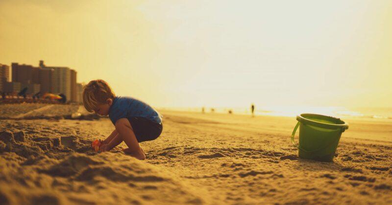 5 brincadeiras para um dia na praia